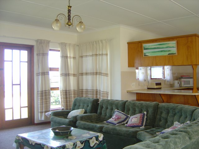 Holiday Rentals & Accommodation To Rent - Rental Ref LBO - 33907 - Holiday Accommodation in Reebok, Garden Route, South Africa