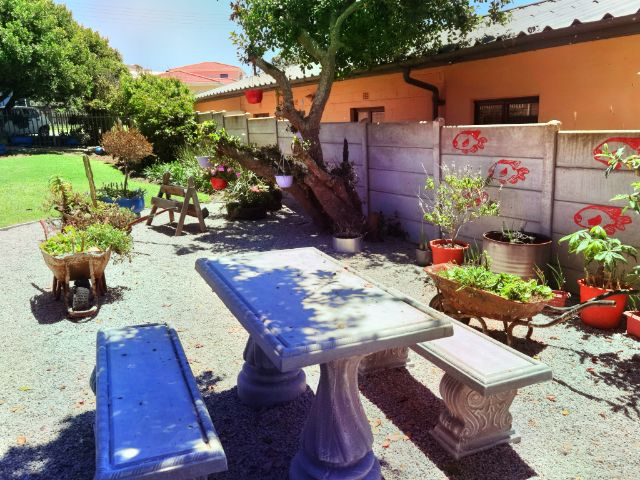 Holiday Rentals & Accommodation To Rent - Self Catering in Reebok, Reebok, Garden Route,