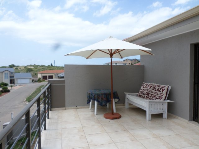 Holiday Rentals & Accommodation To Rent - Rental Ref LBO - 34977 - Self Catering in Reebok, Garden Route, South Africa