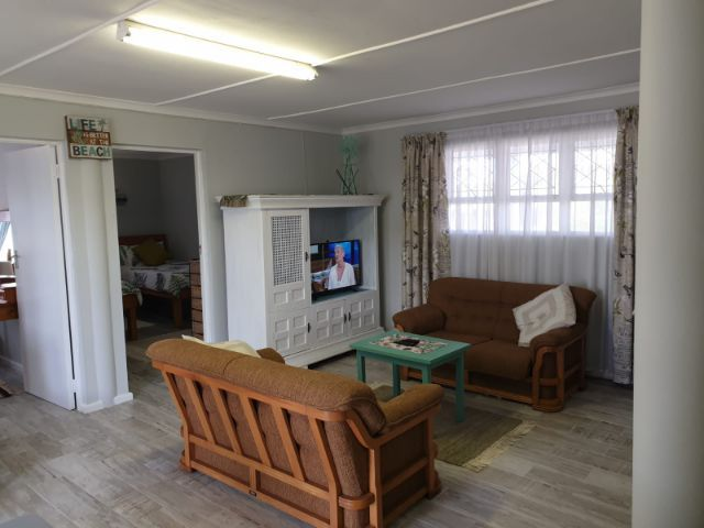 Holiday Rentals & Accommodation To Rent - Rental Ref LBO - 35459 - Self Catering in Reebok, Garden Route, South Africa