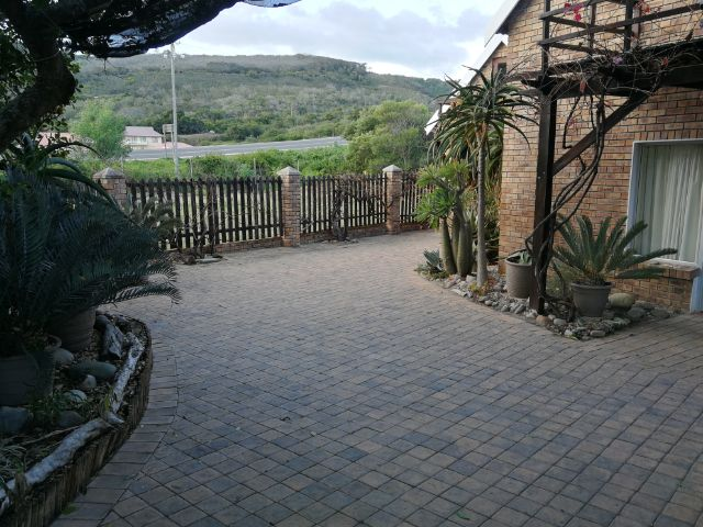 Holiday Rentals & Accommodation To Rent - Rental Ref LBO - 35557 - Holiday House in Grootbrakrivier, Garden Route, South Africa