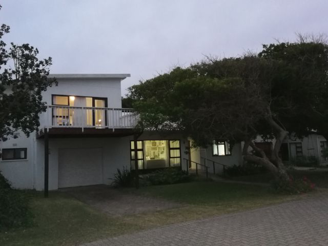 Property Rentals & Holiday Accommodation - Houses in Pienaar/Dwarsweg Strand, GREAT BRAK RIVER, Garden Route, South Africa