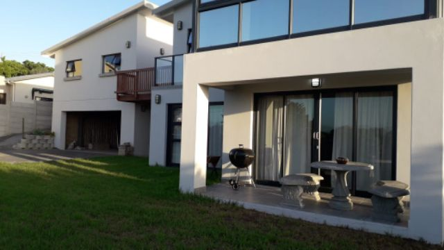 Property Rentals & Holiday Accommodation - Garden Flat in Fraaiuitsig, Little Brak River, Garden Route, South Africa