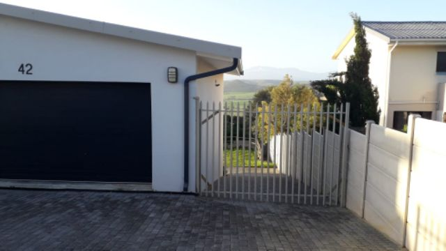 Holiday Rentals & Accommodation To Rent - Rental Ref APR - 35751 - Garden Flat in Little Brak River, Garden Route, South Africa